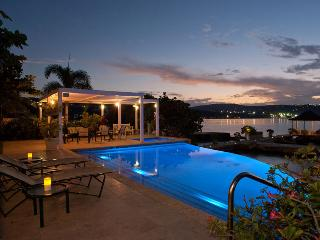 Ideal for Groups & Families, Cook & Butler, Infinity Pool, Beachfront, Kayaks & Water Toys - Discovery Bay vacation rentals