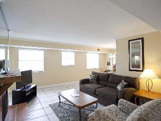 Great location sleeps 10! 2 blocks to Conv Ctr/6th - Austin vacation rentals