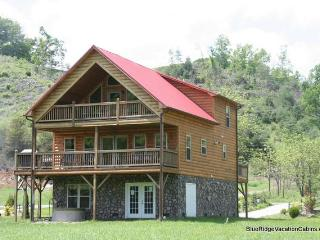 RIVERFRONT Cabin*Fireplace*Hot Tub*Gameroom*Paved - Todd vacation rentals