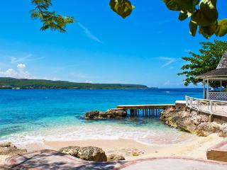 Ideal for Families & Groups, Beachfront, Cook &  Butler, Private Pool & Tennis Court, Kayaks - Discovery Bay vacation rentals