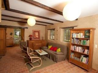 2 bedroom Cottage with Internet Access in Pleugueneuc - Pleugueneuc vacation rentals