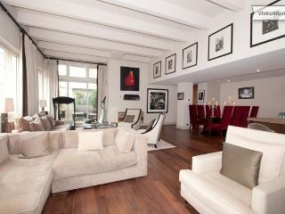 Stylish 2 bed 2 bath, Macklin Street, Covent Garden - London vacation rentals