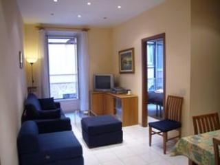 Living room and access to the second bedroom. - Comfort in convenient location at the Vatican. - Rome - rentals