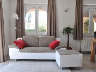 Nice Apartment with Internet Access and Balcony - Bierbeek vacation rentals