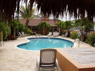 Perfect Condo with Internet Access and A/C - Redington Shores vacation rentals