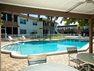 Nice Condo with Internet Access and Cleaning Service - Holmes Beach vacation rentals