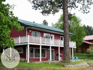 Newly Remodeled Adorable Home on Echo Lake! 4 Bedrooms/2.5 Bathrooms! - Kalispell vacation rentals