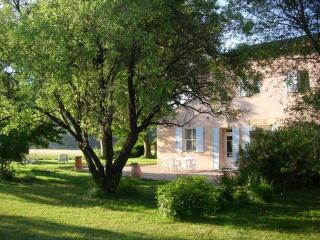 Lou Pastre, 2 Bedroom Cottage with WiFi and Fireplace - Maillane vacation rentals