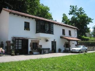 Superb Rural House in centre of historic Puente Viesgo - Puente Viesgo vacation rentals