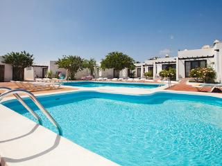 Comfortable 1 bedroom Apartment in Guime with Shared Outdoor Pool - Guime vacation rentals