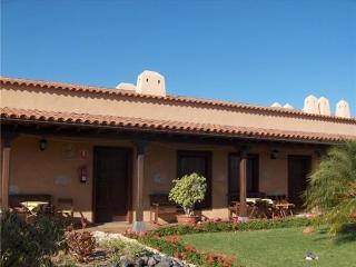 Romantic 1 bedroom Las Galletas Apartment with Shared Outdoor Pool - Las Galletas vacation rentals
