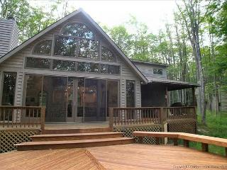 Affordably priced for a romantic getaway or family retreat~Beautiful Berkana! - West Virginia vacation rentals