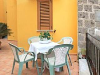 Appartamento Ramiro B - Sorrento vacation rentals