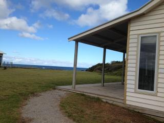Nice 1 bedroom Port Fairy Cottage with Deck - Port Fairy vacation rentals