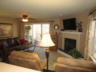 Golf-2 Screen Porches-View-Recliners|Pointe Royale - Branson vacation rentals