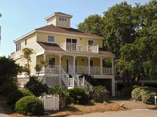 Lovely 4 bedroom Isle of Palms House with Deck - Isle of Palms vacation rentals