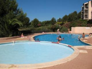 2 bedrooms flat, swimmingpool, seaside, see view - Six-Fours-les-Plages vacation rentals