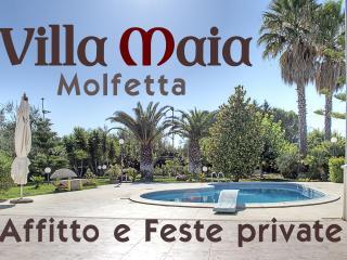 Villa Maia con piscina, prato inglese e giardino - Molfetta vacation rentals
