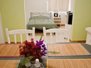 I GOOD LOCATION AND PRICE, NICE, CLEAN AND COMFORTABLE. - La Paz vacation rentals
