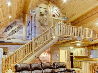 Antique cabin with hot tub, at the base of Timberline. - Government Camp vacation rentals