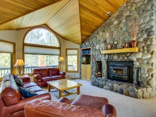 Dog-friendly lodge w/ private hot tub & SHARC access! - Sunriver vacation rentals