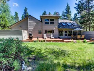 Cozy, dog-friendly home w/ private hot tub & SHARC access - near golf & ski! - Sunriver vacation rentals