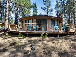 Gorgeous, unique home w/private hot tub, SHARC passes & more! - Sunriver vacation rentals