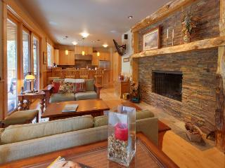 Enormous home w/private hot tub near Lake Detroit - Detroit vacation rentals