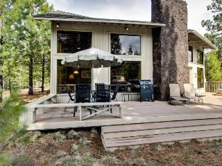 Cozy home with private hot tub & SHARC access - Close to Sunriver Village - Sunriver vacation rentals