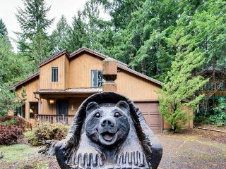 Spacious Mt. Hood lodge with backyard hot tub! - Rhododendron vacation rentals