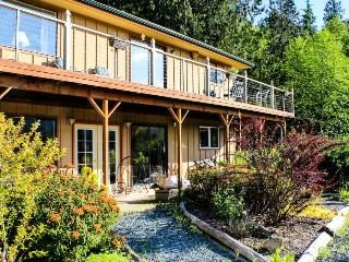 Gorgeous island getaway w/ tranquil garden, outdoor firepit & lovely views - Eastsound vacation rentals