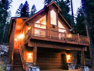 Home close to lake, golf, skiing, community pools/hot tub! - Truckee vacation rentals