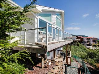 Home with beautiful views, close to beach; a jetted tub. - Rockaway Beach vacation rentals