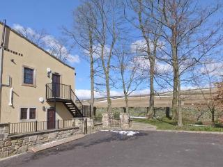 WOODLANDS, pet-friendly, off road parking, communal gardens, in Haworth, Ref 16731 - Haworth vacation rentals