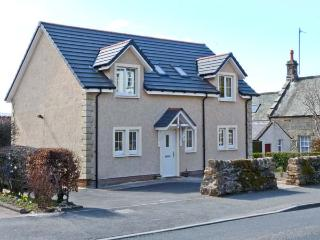 ADDIEWELL, French doors to patio, close to shop and pub, Sanquhar, Ref 20859 - Sanquhar vacation rentals