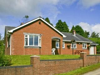 GWYNFAN BUNGALOW, pet-friendly, beautiful views, hot tub, open fire, Ref 23510 - Llanyre vacation rentals