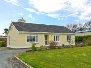 HILLSIDE COTTAGE, detached bungalow, with open fire, en-suite bedrooms, enclosed decked area, near Killaloe, Ref 23924 - County Clare vacation rentals