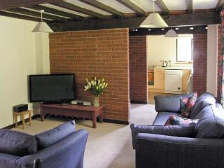 SWEET BRIAR BARN barn conversion, country location in Coltishall Ref 24423 - Coltishall vacation rentals