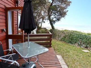 BEACHMASTER swimming pool, coastal views, on-site facilities, in Deal Ref 24653 - Kingsdown vacation rentals