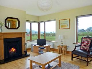 BRANDON HOLIDAY HOME, beautiful views, en-suite facilities, open fire, Ref 24501 - Cloghane vacation rentals