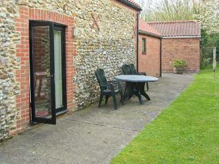 MILL FARM BARN wheelchair friendly, ground floor bedroom with en-suite, woodburner in North Elmham, Ref 25789 - North Elmham vacation rentals