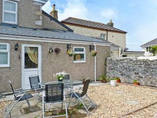 TIN MINE COTTAGE, character cottage withwoodburner, close amenities, Heartlands park, beaches in Camborne Ref 9676 - Camborne vacation rentals
