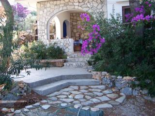 1 bedroom Apartment with A/C in Solta - Solta vacation rentals