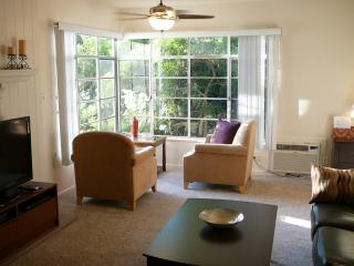2 + 2 Glendale Quality and Comfort - Glendale vacation rentals