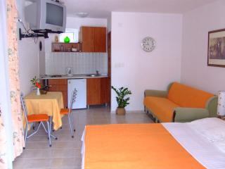 1 bedroom Apartment with Internet Access in Sveti Stefan - Sveti Stefan vacation rentals