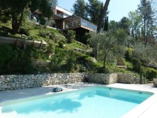 Beautiful 6 Bedroom Provence House with a Pool - Aix-en-Provence vacation rentals