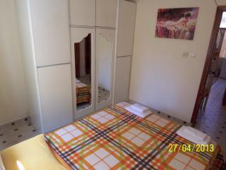 Gümüldür Ürkmez- Apart2 with garden close to beach - Gumuldur vacation rentals