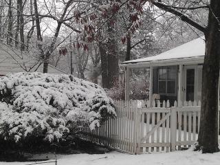 "Kansas City  ""Beach"" Cottage - Independence vacation rentals"