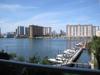 Amazing Intracoastal Bay View Condo, HDTV, WiFi, Parking, Walk to Beach!! - Sunny Isles Beach vacation rentals
