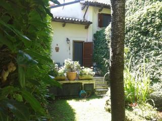 Nice House with Deck and Wireless Internet in Introdacqua - Introdacqua vacation rentals